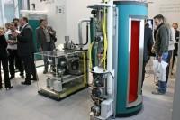 SenerTec Dachs SEplus Systempaket auf der ISH 2011 (Bild: BHKW-Infothek)